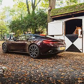 Huisje James zakelijk introductie van Aston Martin